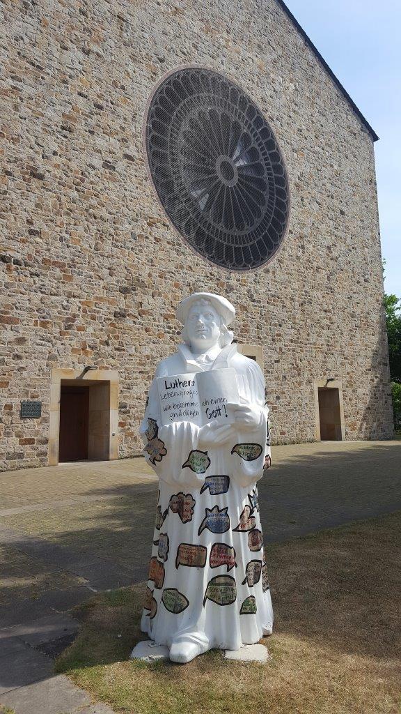 Foto: Lutherstatue vor Hl. Kreuz - Dülmen