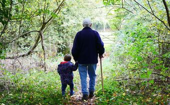 Foto: Großvater mit Enkel