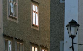 Bild: Hausfront erleuchtet